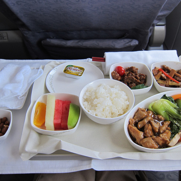 5 Simple Tricks for Upgrading Your In-Flight Meals
