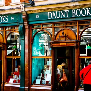 6 Shopping Experiences for the Bookworm