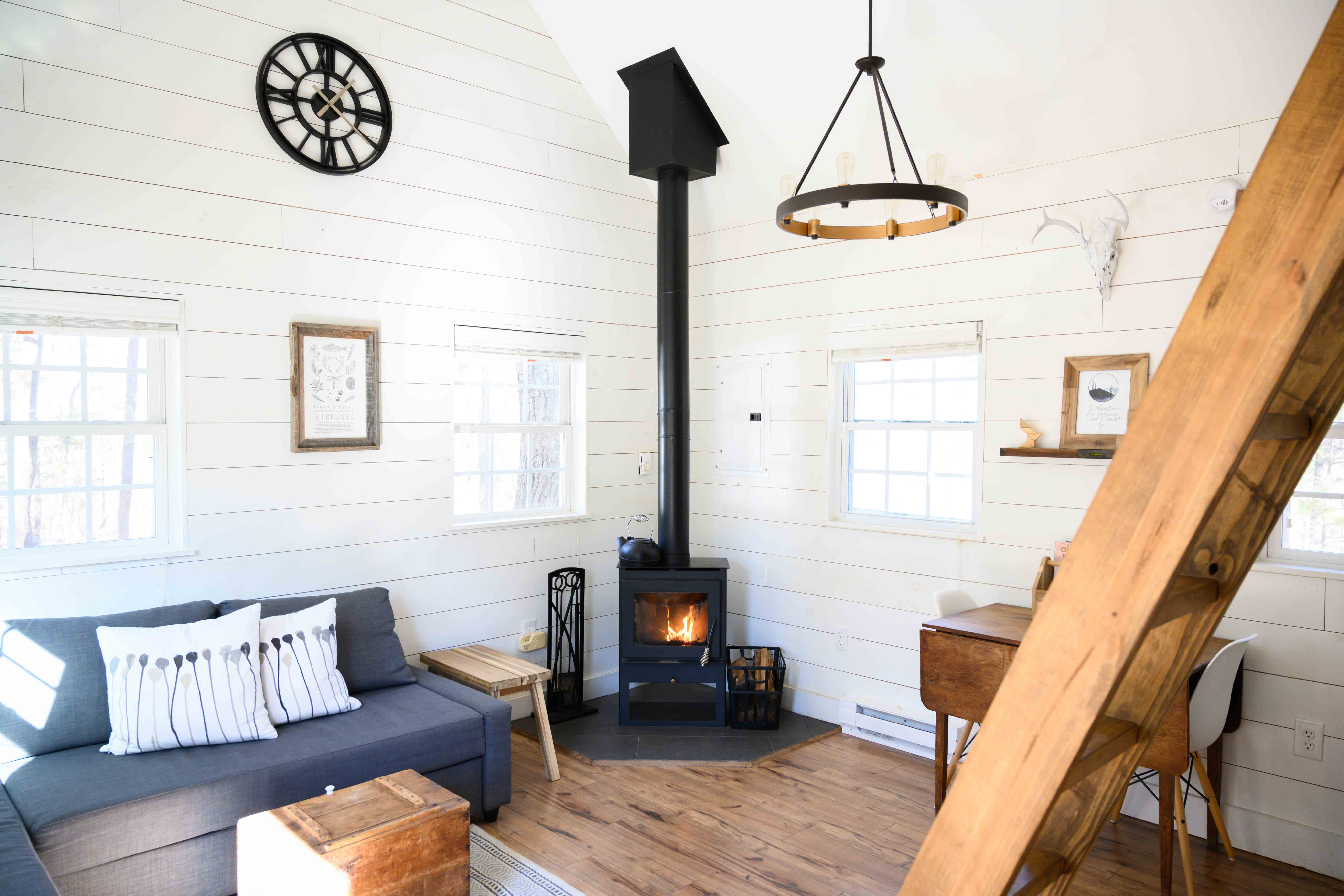 13 Best Airbnb Cabins You Can Rent To Get Off The Grid