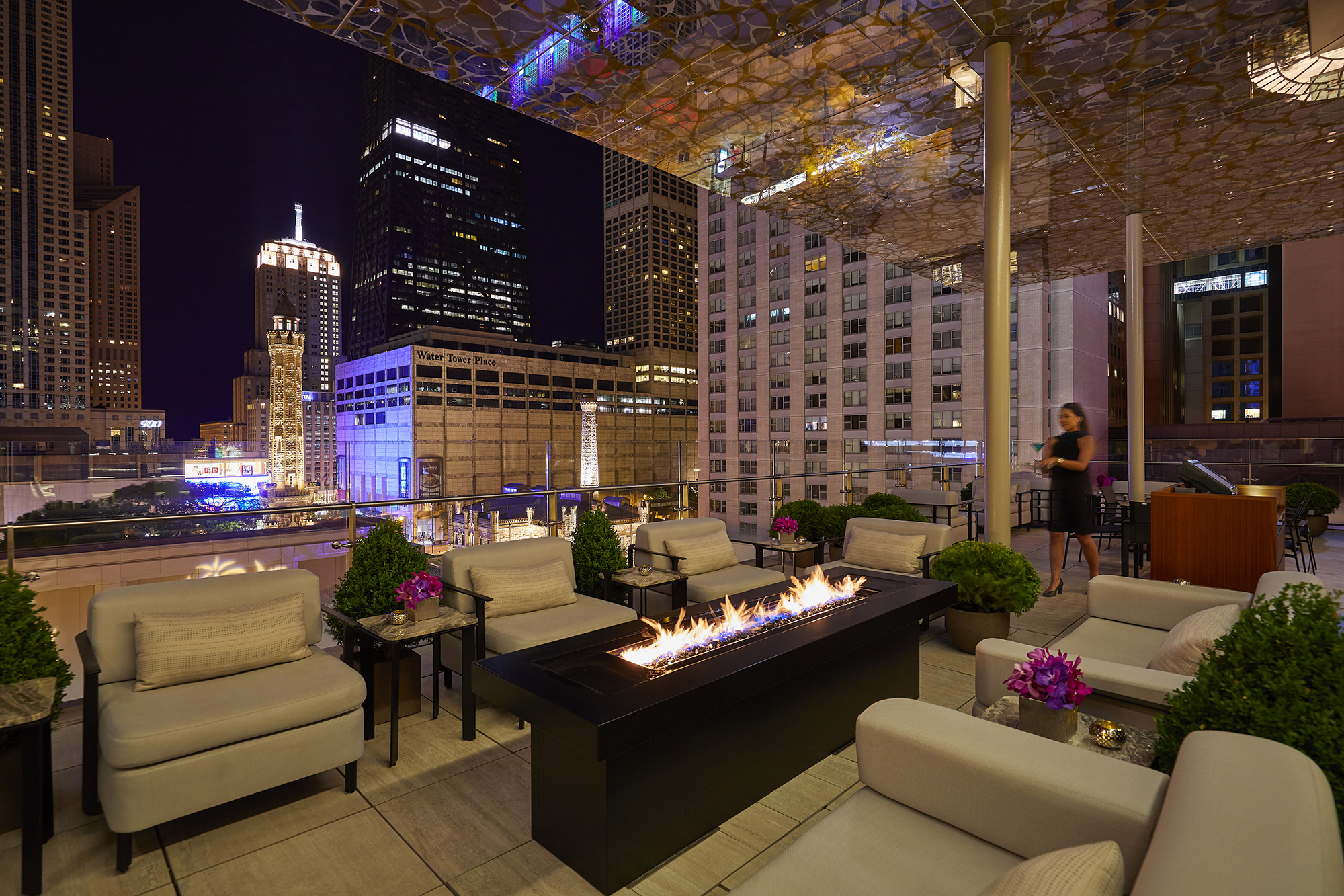 Miracle Mile views, 24-carat cocktails, and Chicago-style pizza pockets are served atop the Peninsula Hotel.